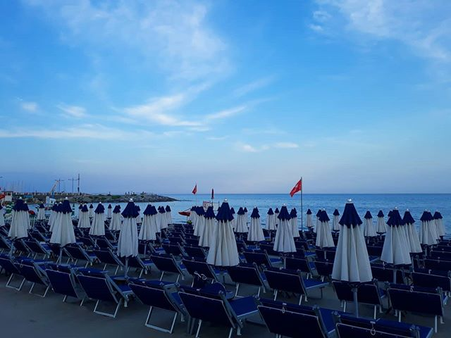 Immersi nel blue.#bagniregina #blue #beach #sunset #sky #nice #night #like #colors #sea #seaside #photo #nikon #photography #photooftheday #nikonditalia #picture #picoftheday