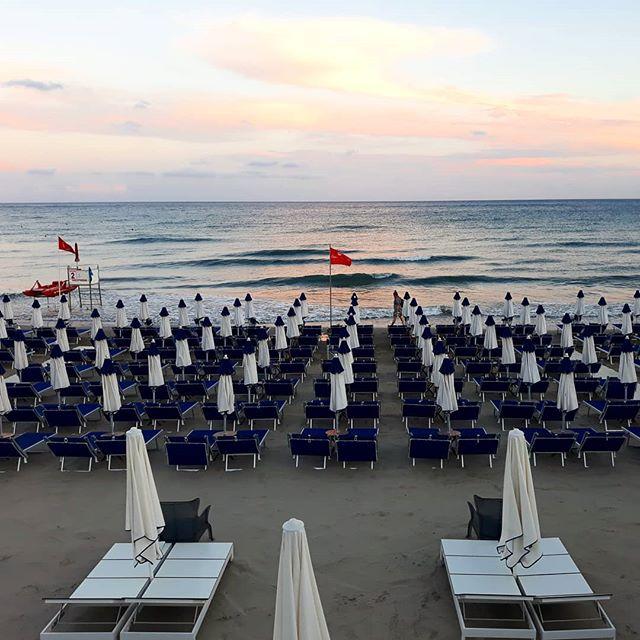 Il momento più bello?I colori del cielo dopo la tempesta.#sky #bagniregina #seaside #sunset #sea #beach #photo #like #colors #vsco #camera #andora #andorabeach #mare #quiete #picoftheday #picture #summer2018 #summervibes #summerday