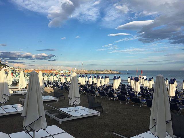 La quiete dopo la tempesta.#bagniregina #andora #beach #endofsummer #sky #sun #vsco #camera #photo #picoftheday #picture #nice #blue #light #like #colors #sea #seaside